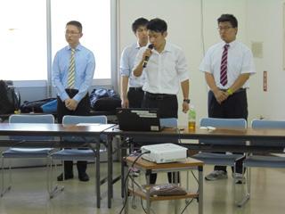 学生による報告の様子