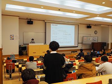 学生による事業計画の発表