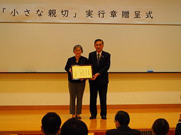 小林和明様(写真右)梅澤教授(写真左)(撮影時のみマスクを外しています)